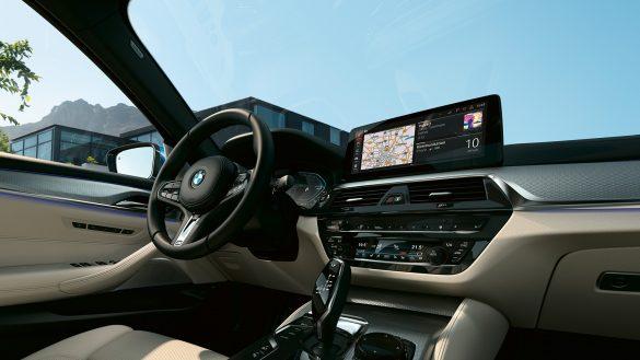 BMW 5er Limousine Cockpit vom Beifahrersitz